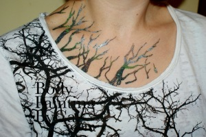Tree branch glitter tattoo hen