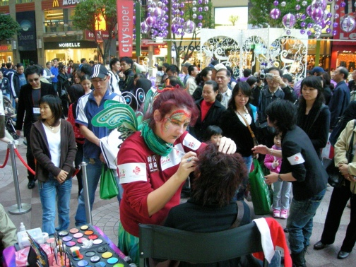 Demonstrating face-art, Times Square HK