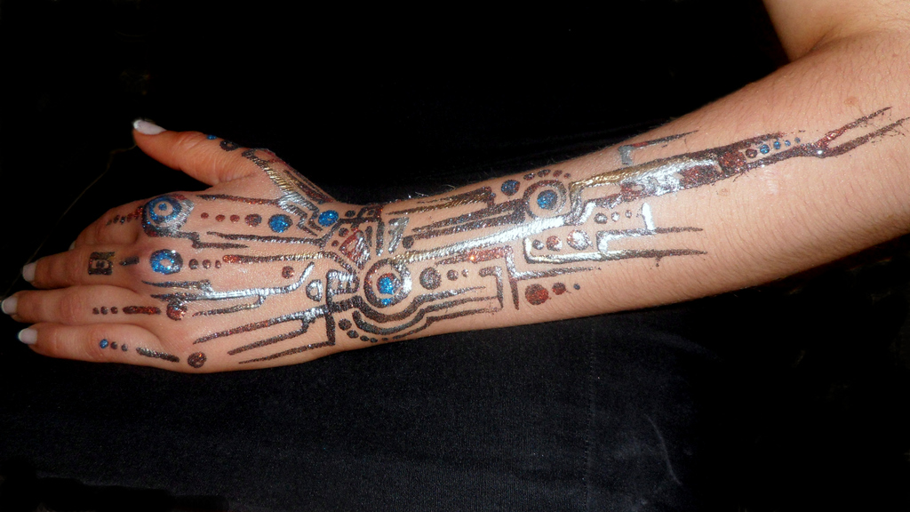 Cyborg glitter tatt close arm ed – Body Painting by Cat