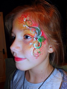 Christmas swirl facepaint with green ehart bling