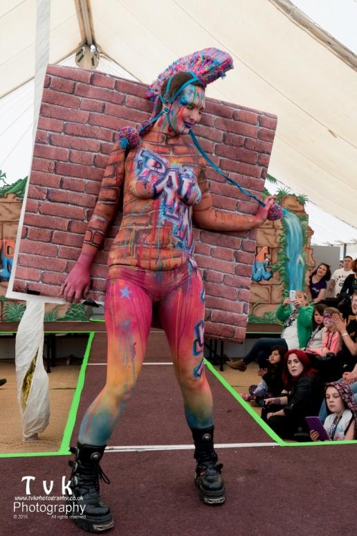 Fanny graffitti camo wall paper paint trompe catwalk 2
