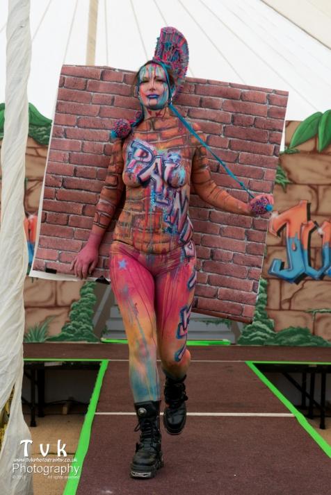 Fanny graffitti camo wall paper paint trompe catwalk