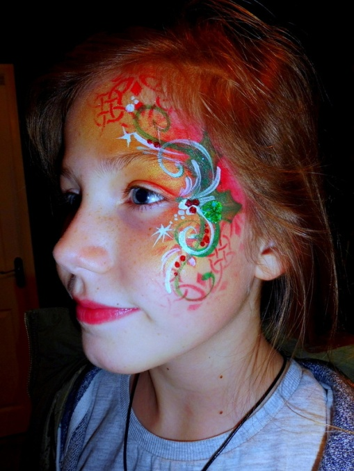 Christmas swirl facepaint with green ehart bling-001