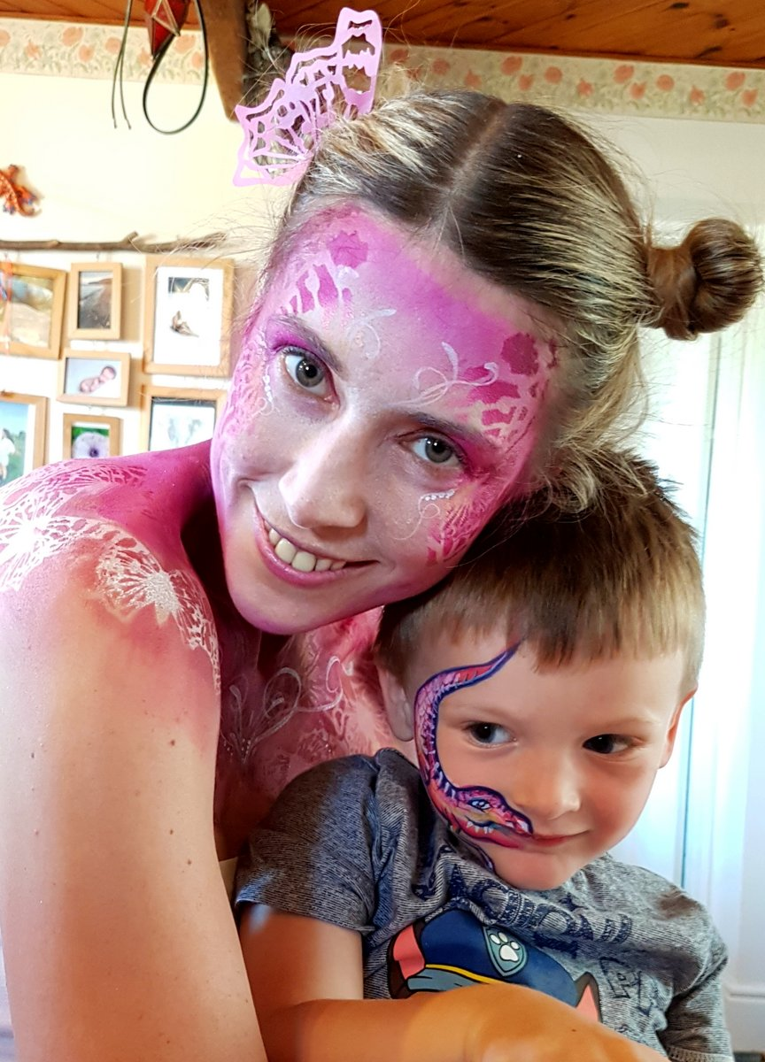 Euans ist dino facepaint and Izabela butterfly.37